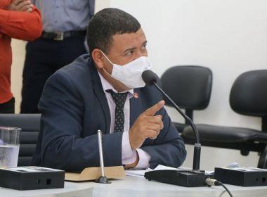 VEREADOR LEVA TIRO NO ROSTO, FOGE E ESCONDE EM CARRO-FORTE PARA NÃO SER ASSASSINADO